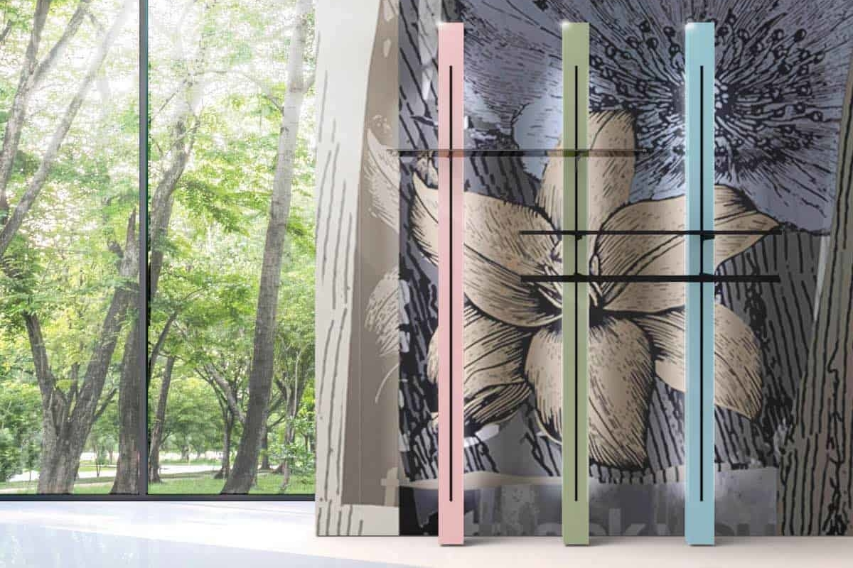 <p><strong>Montanti a parete con sistema a cremagliera</strong></p> <p>Montanti a parete con sistema a cremagliera retroilluminati / struttura in nobilitato laccato Quartz Pink, Cement Gray, Paradise Azure (da sinistra a destra) / mensole in nobilitato nero opaco e vetro / cremagliera, barra appenderia e reggimensole in metallo finitura nero opaco</p>